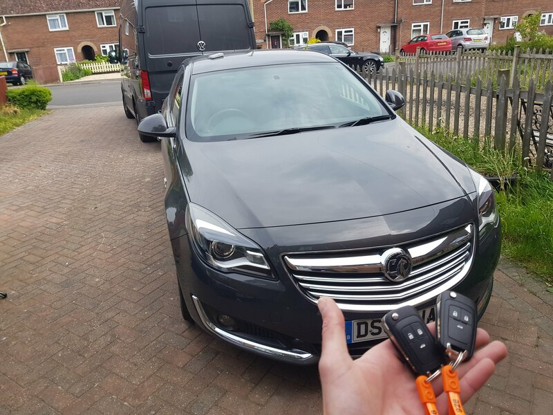 Vauxhall Car Keys Renault Key Cards Guildford, Camberley, Staines, Farnham, Dorking, Woking, Chertsey, Reigate, Kingston and Redhill.